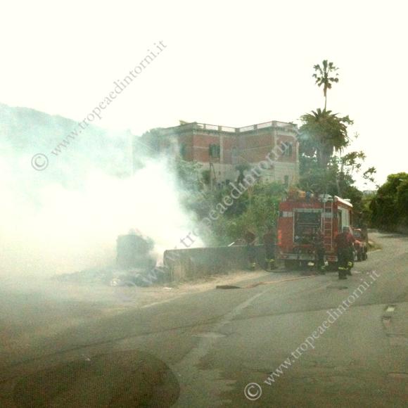Incendiati i cassonetti di Viale Don Mottola a Tropea