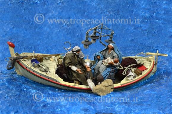 """Il presepe di """"Badolato"""" una barca in mezzo al mare che rappresenta la natività - foto Libertino"""