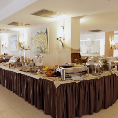 La sala del'Hotel Tropis a Tropea