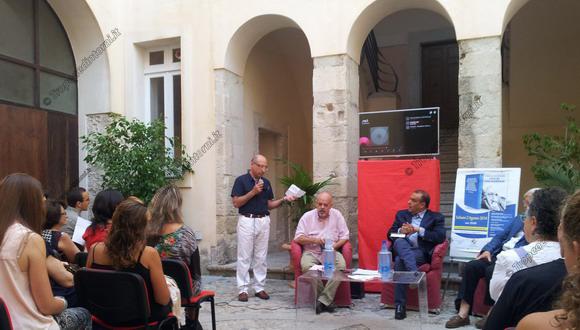 Nel cortile del seminario vescovile di Tropea  l'incontro per ricordare e conoscere - foto Sorbilli