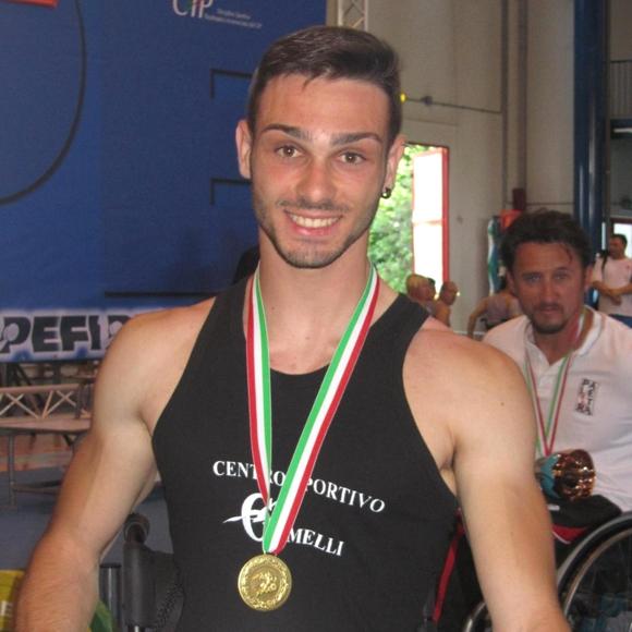 Il giovane atleta della Nazionale Italiana di Pesistica Paralimpica Vittorio Zaccaro