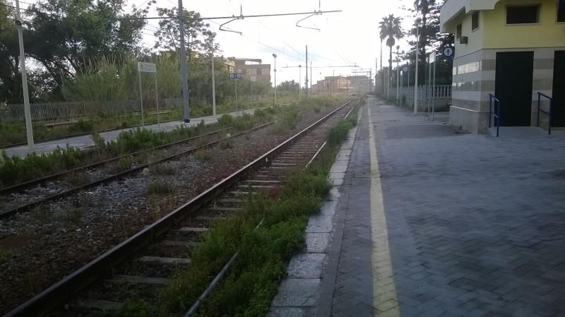 Le attuali condizioni della stazione ferroviaria
