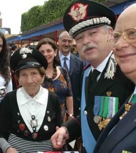 la mamma dei carabinieri con Generale Esposito