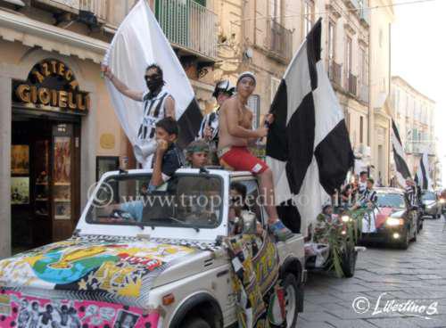 Juventini in festa in una foto di rertorio - foto Libertino