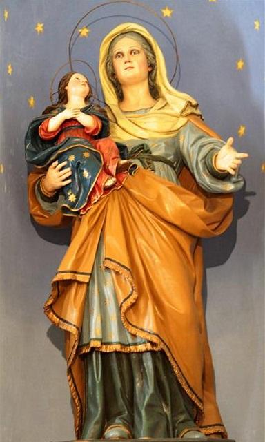 La bellissima statua in legno della Santa che si conserva nella cappella a lei dedicata, databile a metà Ottocento.