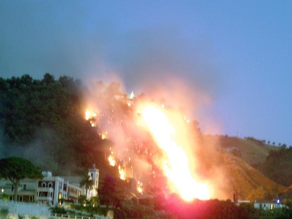 Incendio collina Tropea